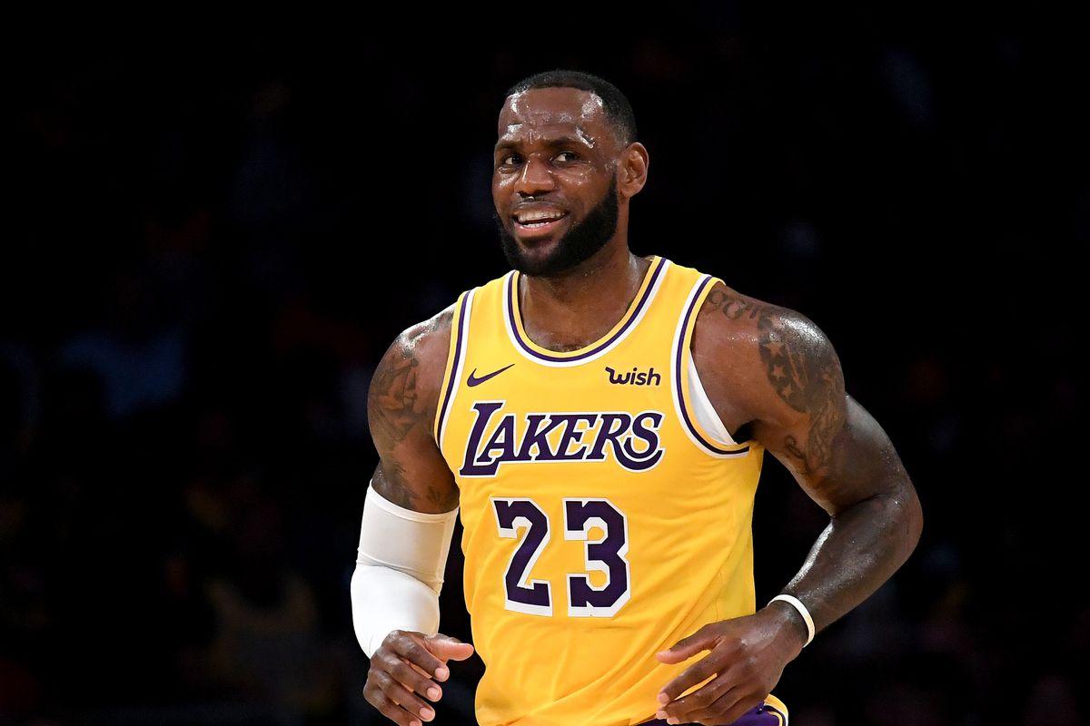 NBA, LeBron James supera Michael Jordan