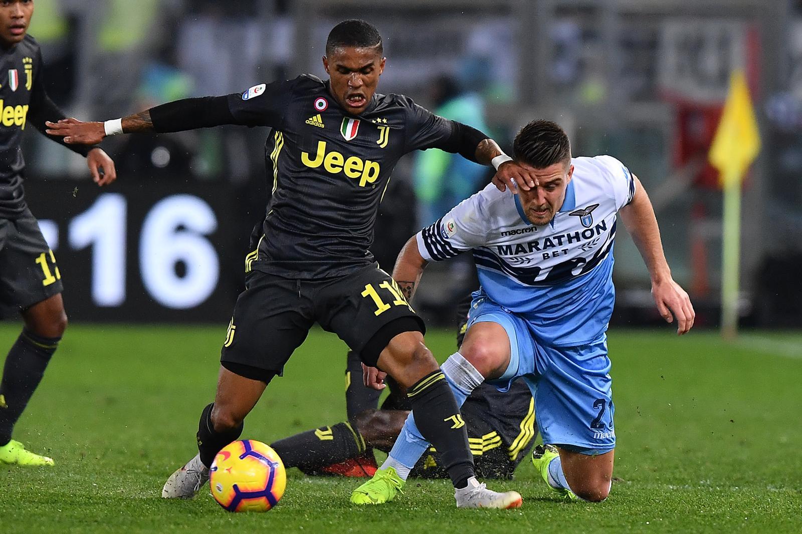 Calciomercato Inter, Douglas Costa obiettivo concreto di Marotta per l'Inter della prossima stagione