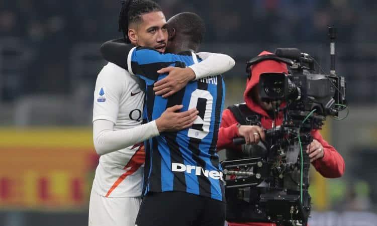 https://footballnews24.it/wp-content/uploads/2019/12/smalling.lukaku.abbraccio.2019.750x450.jpg