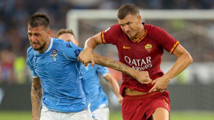 Dzeko, attaccante della Roma e Acerbi, difensore della Lazio