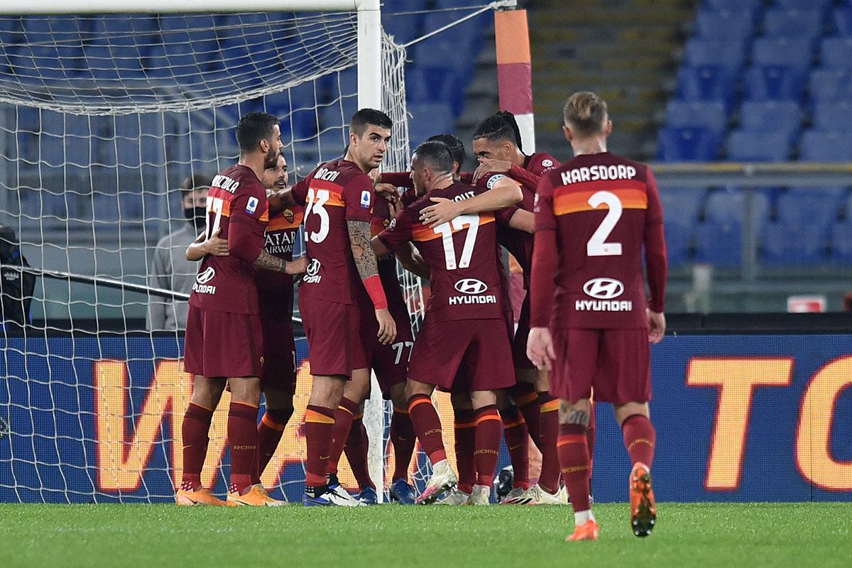 Roma, esultanza della squadra contro la Fiorentina